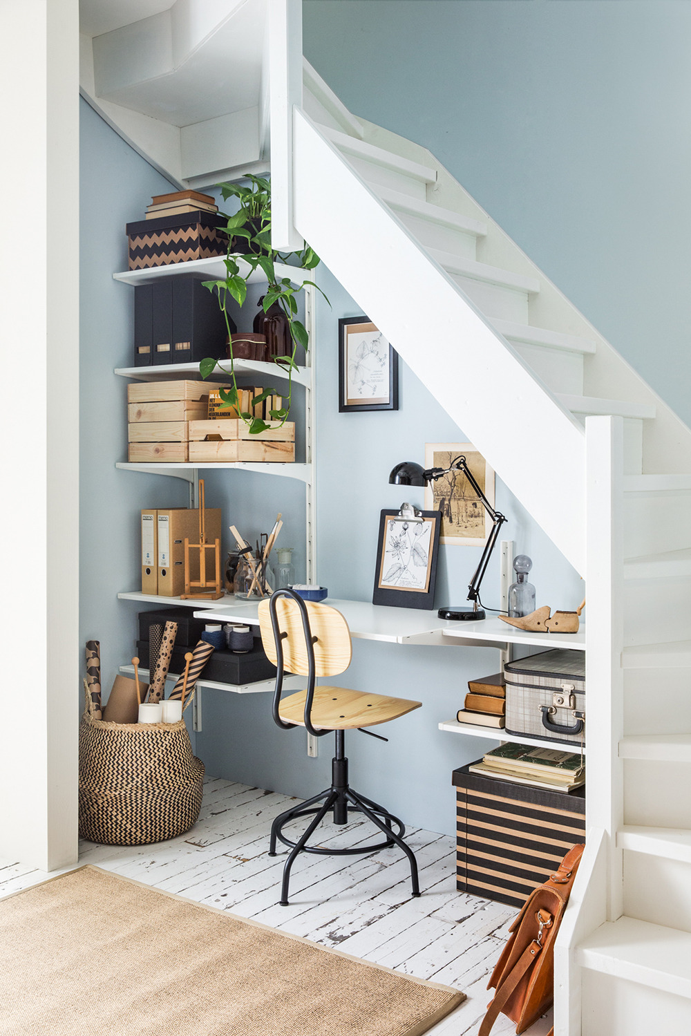 Trend: verwerk je bureau in een open kast in je home office